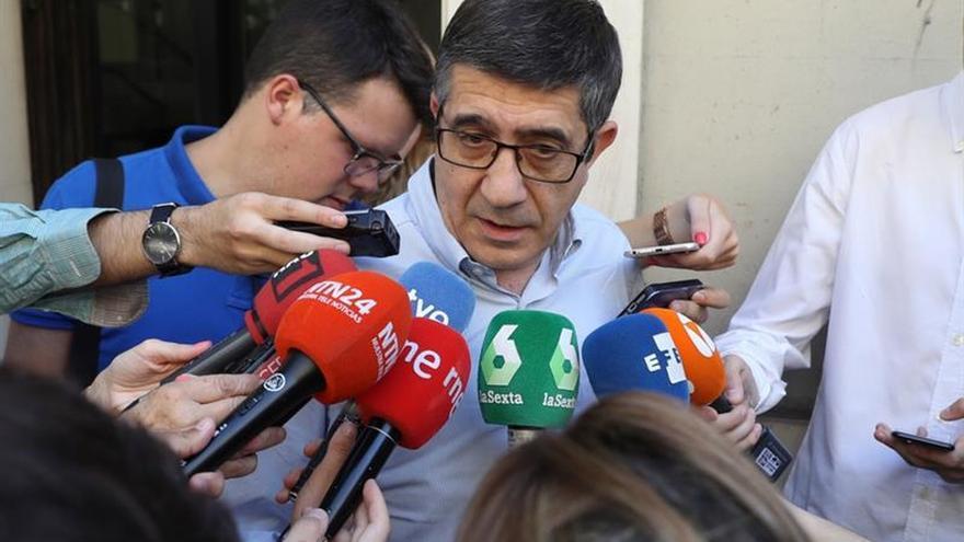 """Patxi López niega que el PSOE se esté """"enredando"""" con el artículo 155"""