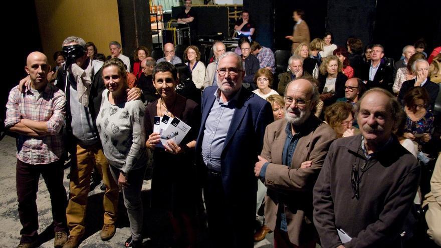"""La comunidad artística de Cantabria reivindica la figura """"imprescindible"""" de Isaac Cuende"""