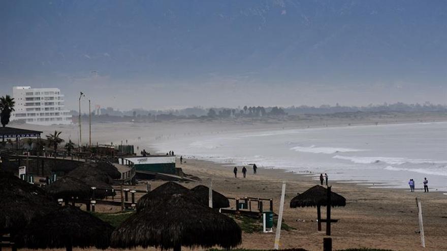 Tormenta Sergio cruza Península de Baja California en el noroeste de México