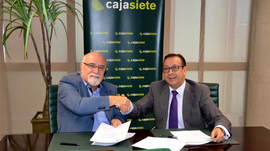 Salvador García, de la APT, y José Manuel Garrido, de Cajasiete