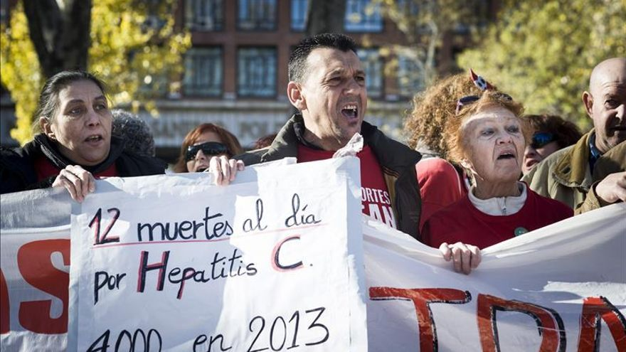 """La """"marea blanca"""" expresa en Madrid su apoyo a los enfermos de Hepatitis C"""
