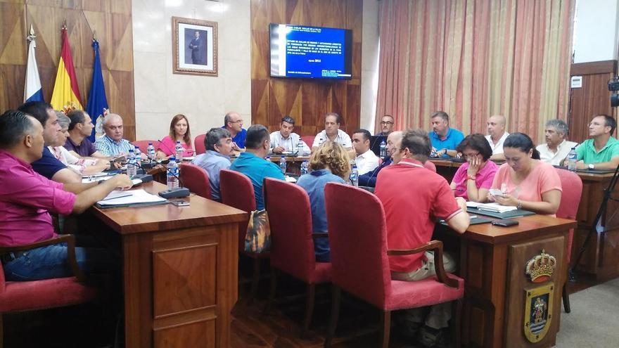 Reunión del equipo de Gobierno insular celebrada este martes con representantes del Gobierno de Canarias y de los ayuntamientos de los municipios afectados por el fuego.