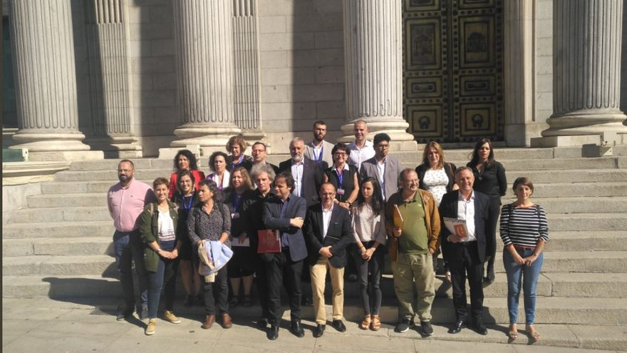 Representantes de las 'ciudades refugio' este martes en el Congreso de los Diputados. Imagen: Twitter