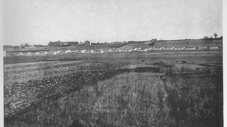 Panorámica del poblado Canda Landaburu asentado en La Albericia en los años 40. Foto El Avance Montañés / Desmemoriados.