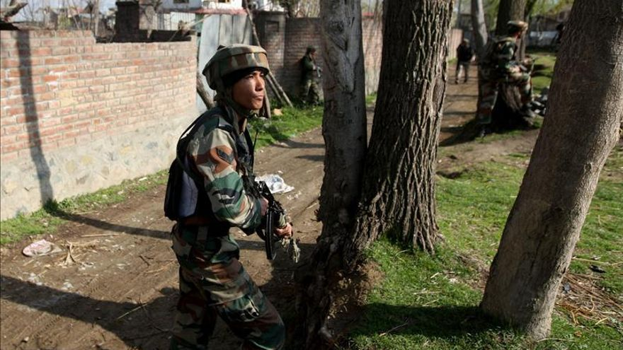 Mueren tres soldados en un combate con insurgentes en la Cachemira india