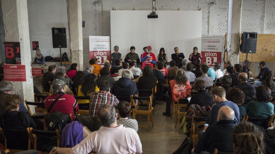Decenas de asistentes discuten sobre el sistema laboral en la presentación del Plan B celebrado en Madrid