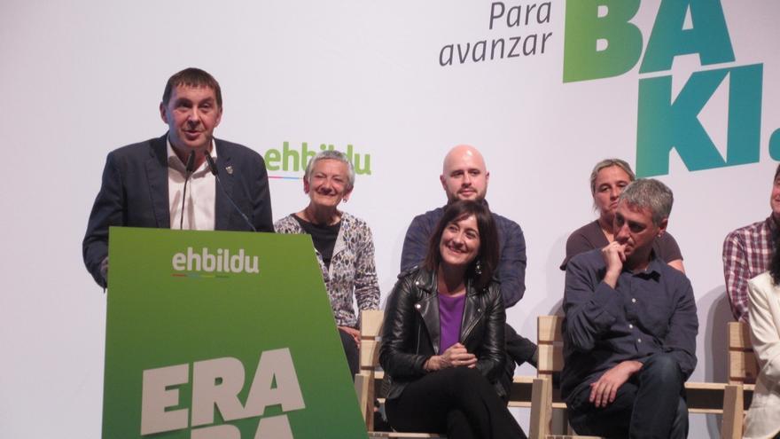 """Otegi dice que EH Bildu esperará a ver """"qué quiere hacer"""" Pedro Sánchez antes de decidir su voto en la investidura"""