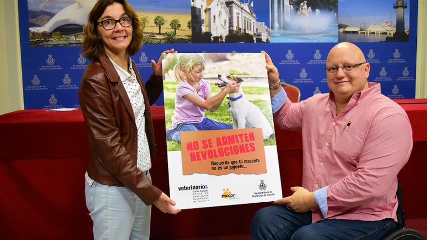 María Luisa Fernández, presidenta del Colegio Oficial de Veterinarios de la provincia, y Carlos Correa, concejal de Medio Ambiente, presentaron este viernes la campaña.
