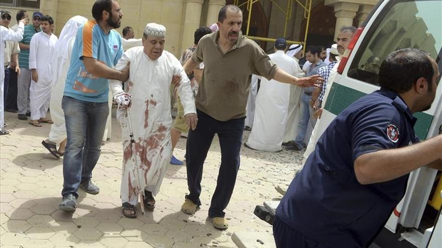 Varios muertos y heridos en un atentado contra una mezquita en Kuwait
