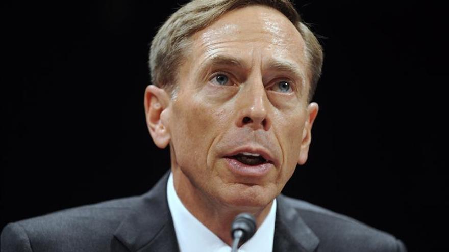El general retirado David Petraeus será profesor universitario en California