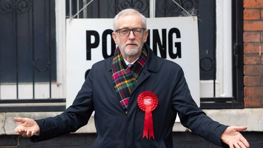 UK Labour leader Jeremy Corbyn gestures after casting his ballots at the Pakeman Primary School polling station during the UK General Election. Photo: Joe Giddens/PA Wire/dpa