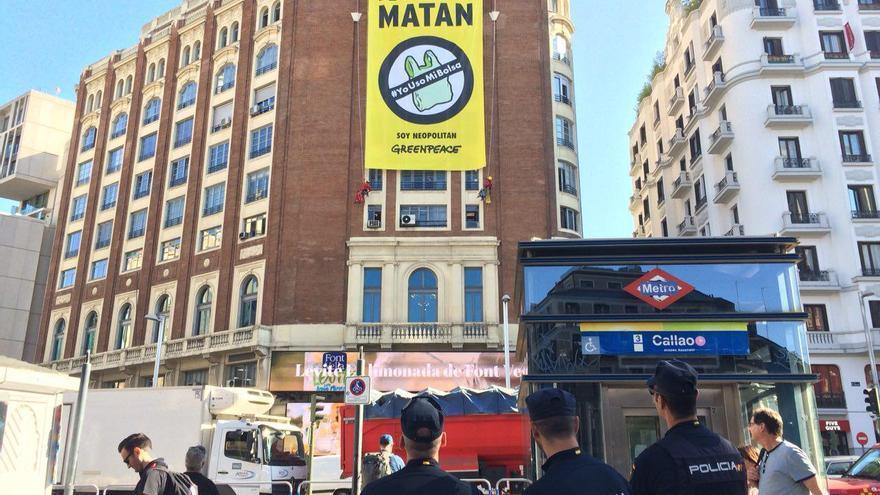 Pancarta desplegada por Greenpeace en el Palacio de la Prensa, Madrid, 3 de julio.