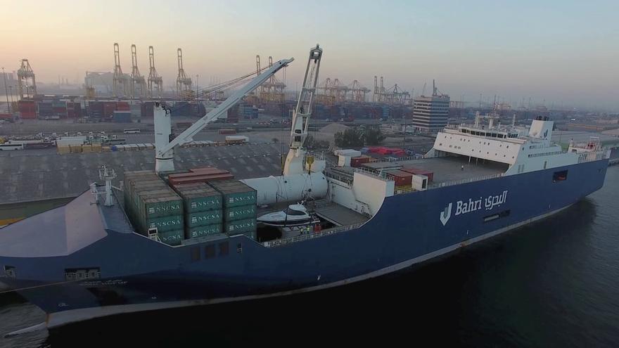 Vista general de uno de los buques de la compañía Bahri que ha atracado en Santander. | Bahri
