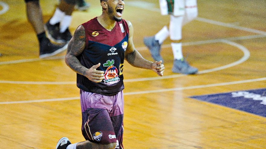 El venezolano Albert Arias, durante un partido con el Gigantes de Guayana.