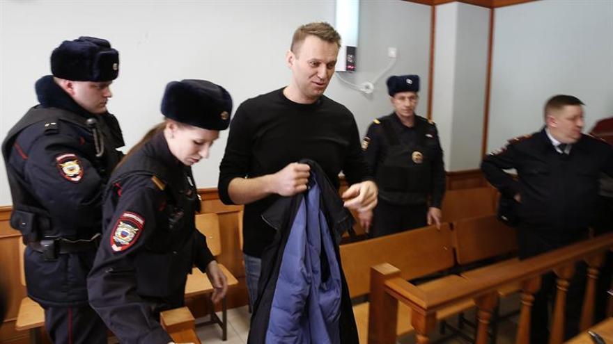 El líder opositor ruso Navalni sale en libertad tras 25 días de arresto