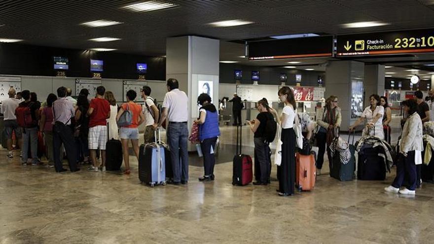 98.934 españoles se marcharon en 2015, la mayor cifra desde el inicio de la crisis