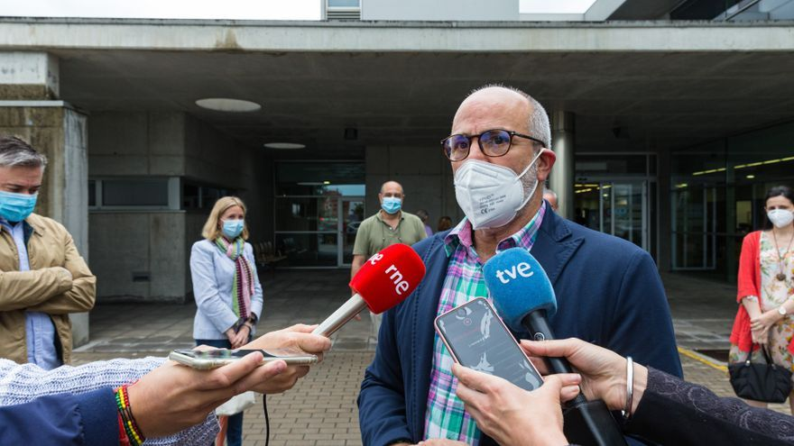 El consejero de Sanidad, Miguel Rodríguez, en declaraciones a los periodistas