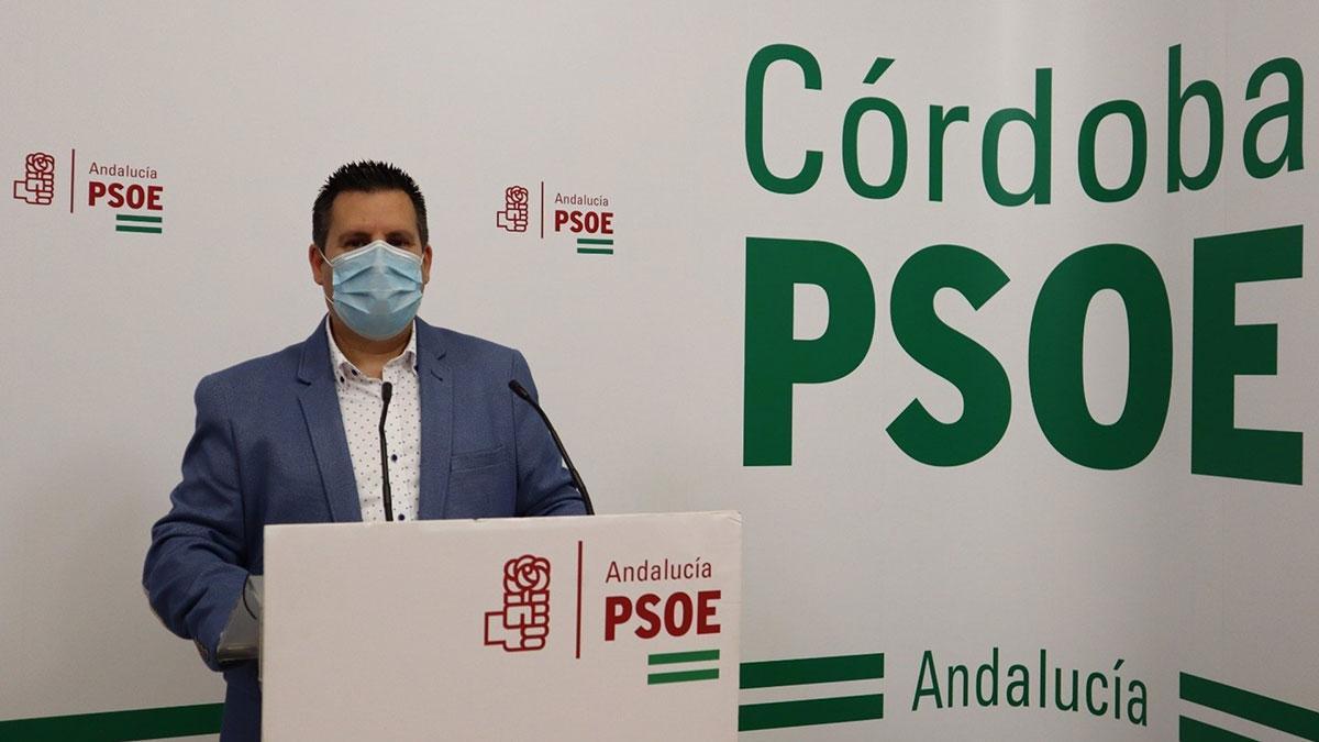 El alcalde de Peñarroya y secretario general del PSOE en dicho municipio, José Ignacio Expósito, en la sede provincial de su partido.