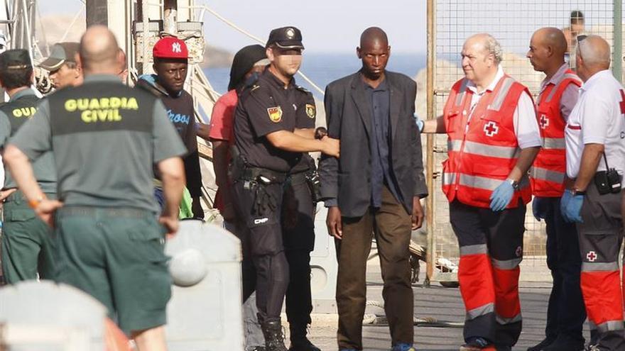 Rescatados 16 inmigrantes de una patera cerca de la isla de Alborán