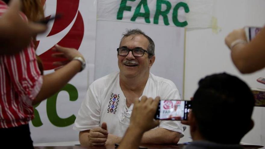 Fotografía facilitada del presidente de la Fuerza Alternativa Revolucionaria del Común, Farc, Rodrigo Londoño, durante una entrevista con Efe en Cartagena de Indias (Colombia).