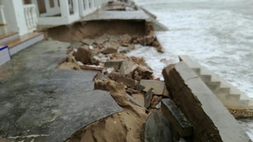 Los efectos del temporal en la primera línea de playa en Dénia