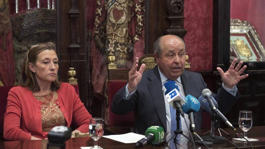 Isabel Nieto y Torres Hurtado en una rueda de prensa sobre el 'Caso Serrallo'