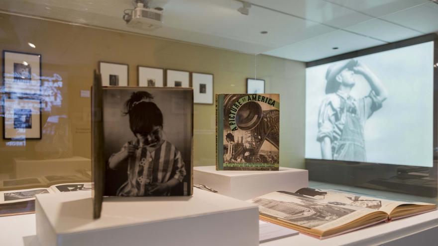 Libros con las fotografías que reflejan la realidad posterior al crack de 1929