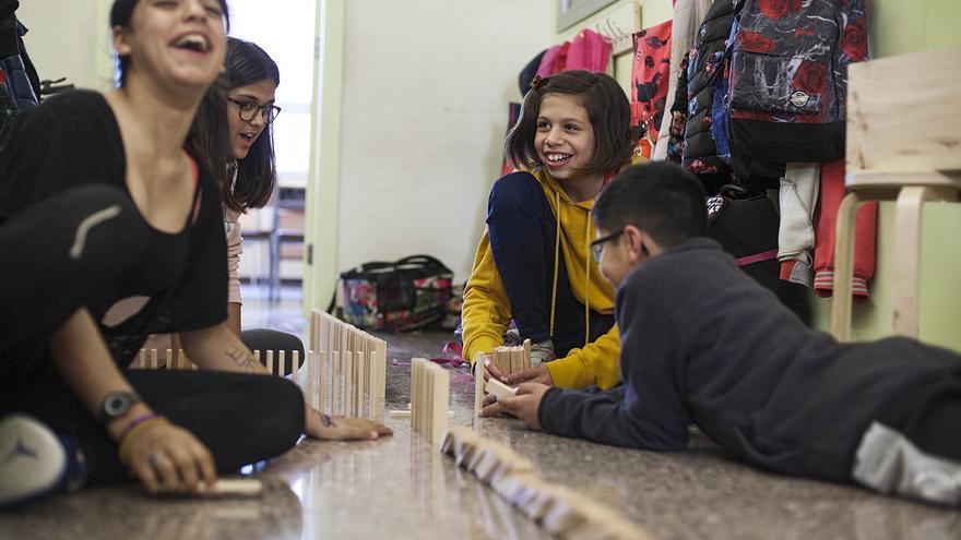Los colegios públicos de barrios ricos en Barcelona cuestan el triple a las familias que los de barrios pobres