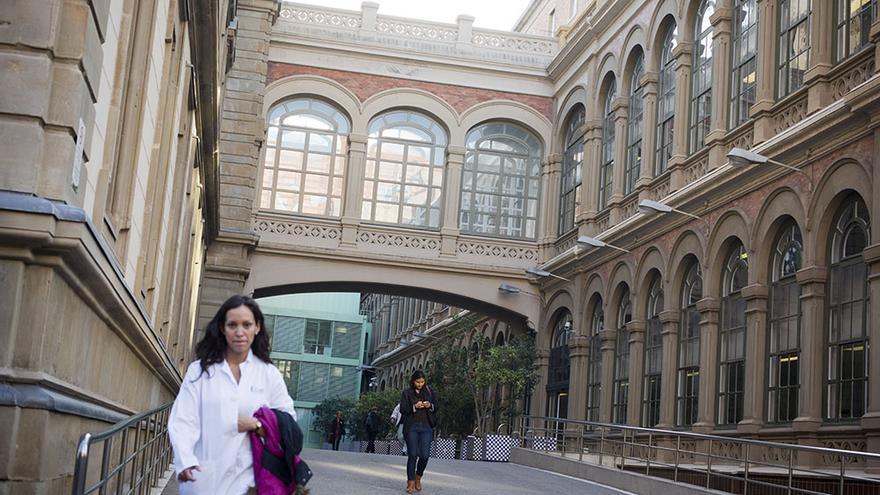 Una de las entradas del Hospital Clínic de Barcelona / EDU BAYER
