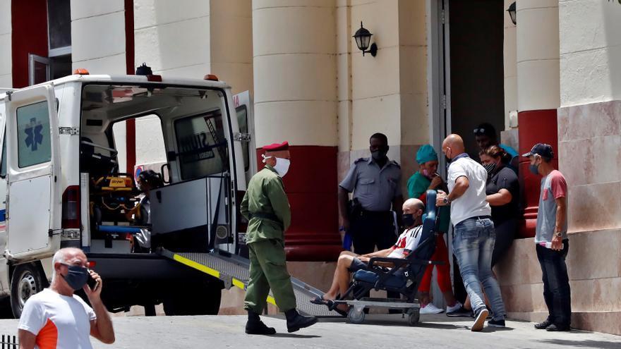Cuba reporta menos de 8.000 casos diarios de covid-19 por segundo día