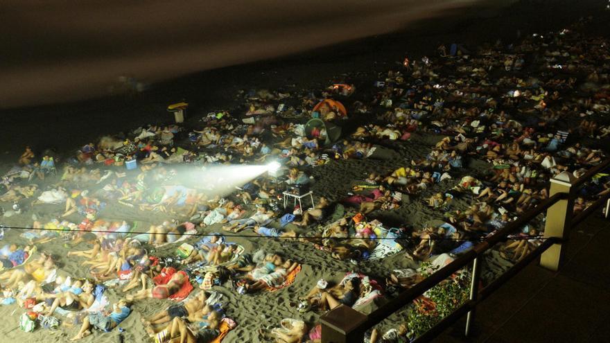 Imagen de una de las sesiones de cine en la playa realejera