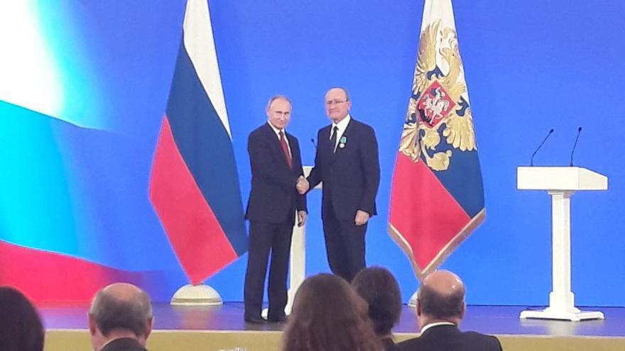 El alcalde de Málaga Francisco de la Torre es condecorado por Vladimir Putin