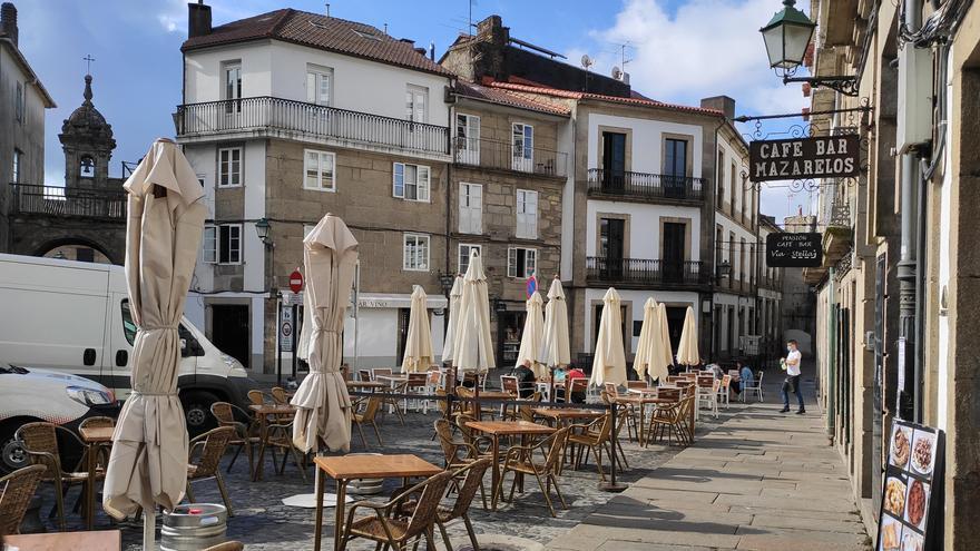 Las terrazas de Santiago de Compostela, con poca ocupación en el primer día de la prohibición de fumar en espacios públicos.