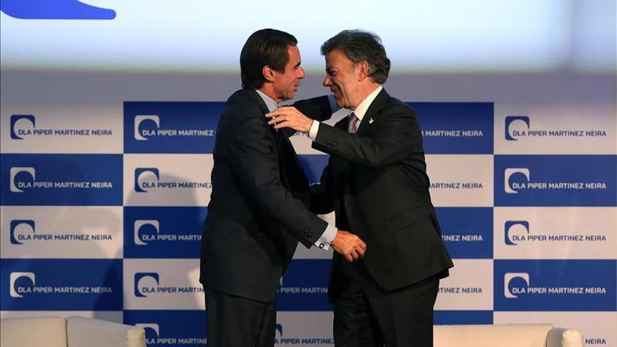 """Aznar afirma que el populismo es una """"gran tentación"""" hasta para los billonarios"""