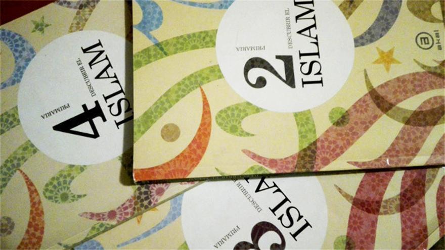 Libros de las distintas etapas de la asignatura, editados por Akal