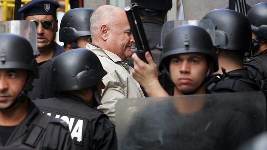 Escrache en Uruguay en protesta por prisión domiciliaria concedida a Gavazzo