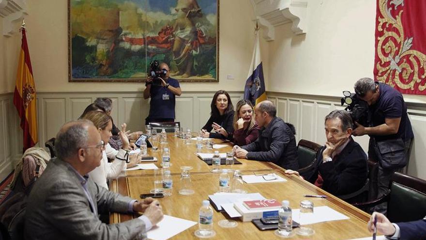 Reunión de la ponencia del Parlamento de Canarias que estudia la reforma del sistema electoral. EFE/ Cristóbal García