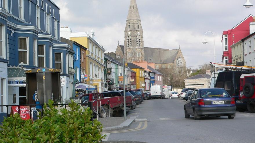Calle principal de Clifden, la capital de Connemara. MeRyan