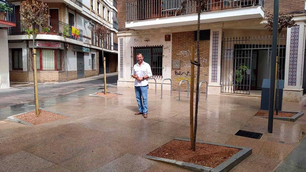 David Dorado en la plaza con las obras acabadas.