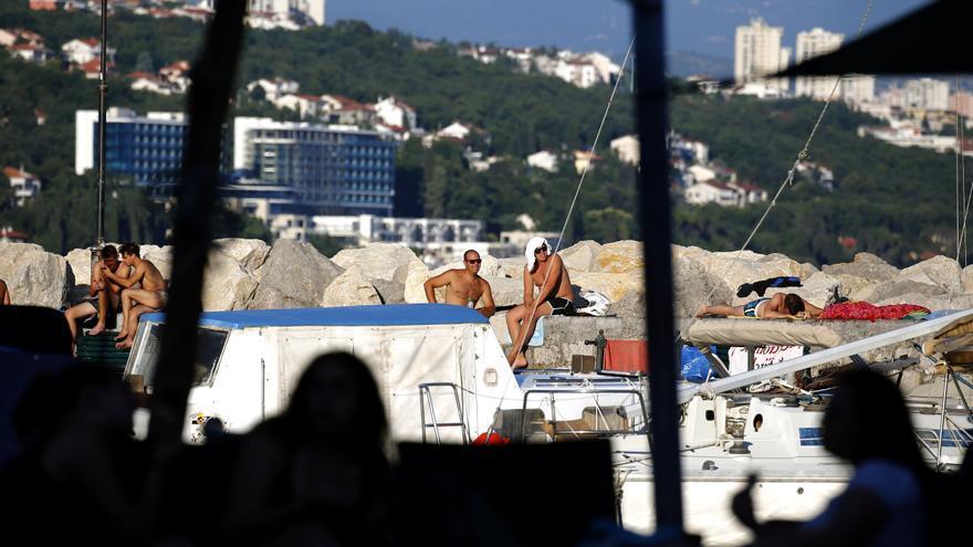 Turistas disfrutan en la Riviera de Opatija en Croacia, 01 de julio de 2020.