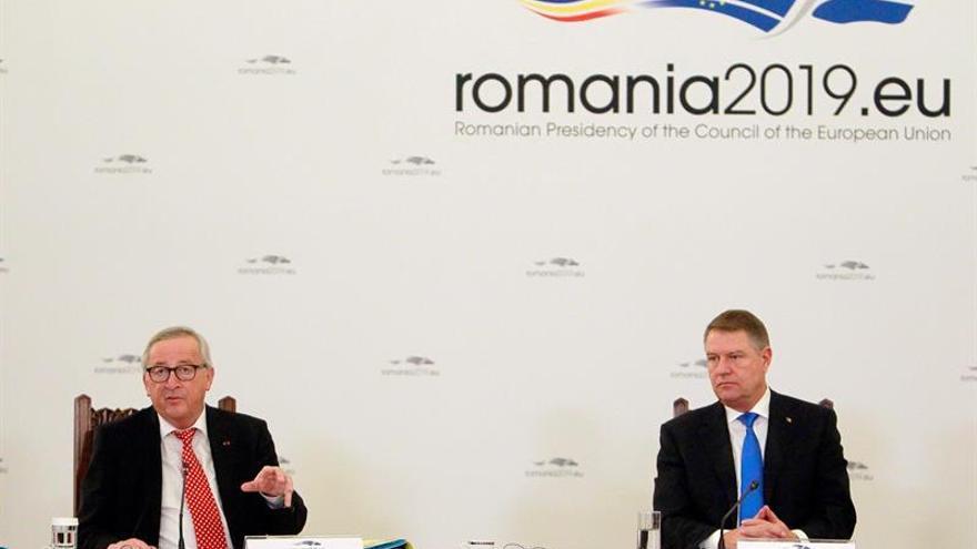 Juncker pide a Rumanía que aparque los problemas políticos internos en su presidencia