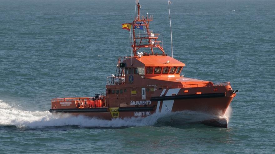 Salvamento Marítimo rescata un cuerpo sin vida a unas siete millas de Tarifa