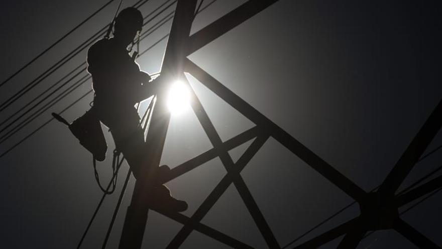 La inversión en energía cayó un 12 % por segundo año consecutivo en 2016