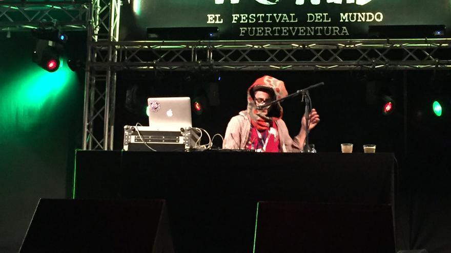 Sesión de DJ Afriquoi en el WOMAD Fuerteventura (IAGO OTERO PAZ)