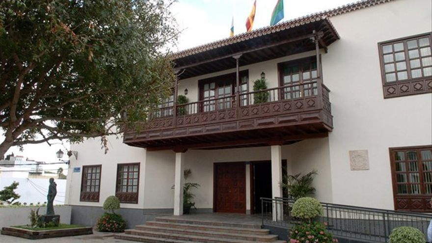 Fachada del Ayuntamiento de Arona.