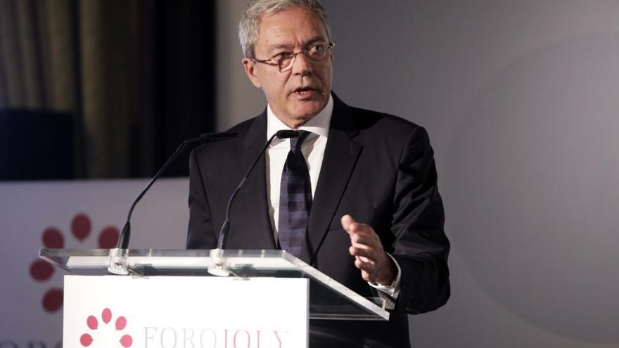 """Velasco anuncia que la Junta hará """"el mayor esfuerzo"""" para dotar de recursos """"adecuados"""" la I+D de las universidades"""