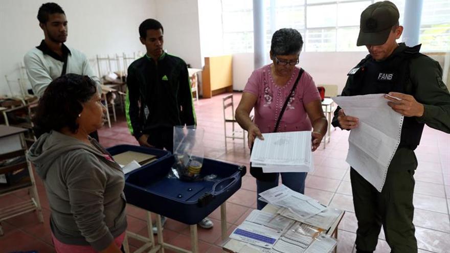 Maduro vota el primero en la elección de la Constituyente en Venezuela