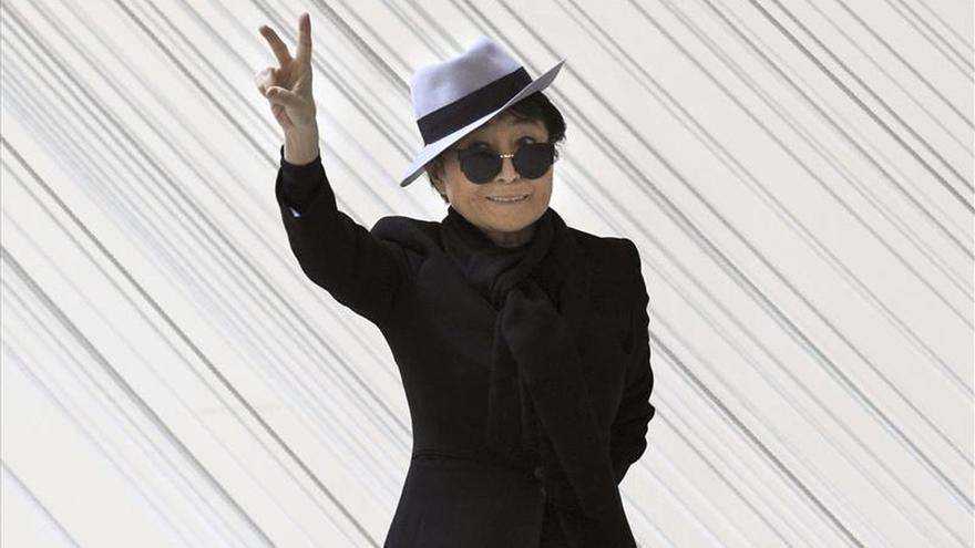 """Yoko Ono organiza un gran símbolo de la paz """"humano"""" para el cumpleaños de Lennon"""