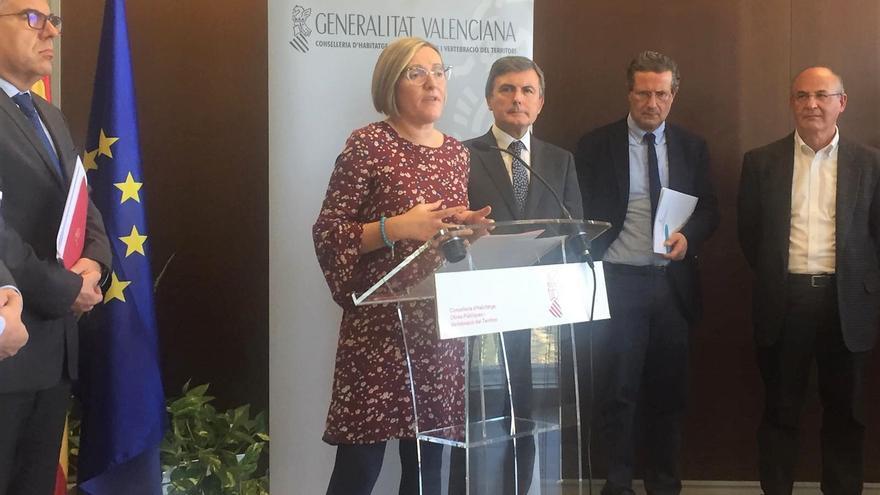 La consellera de Obras Públicas, Maria jose salvador, junto al secretario de estado, Pedro Saura