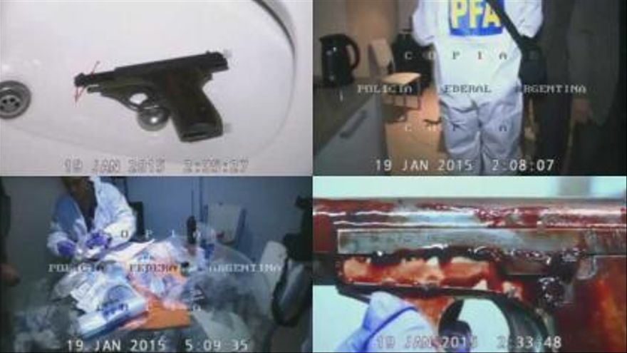 Algunas de las imágenes difundidas del vídeo grabado por la policía en la vivienda del fiscal Alberto Nisman.